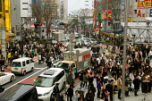 Rush hour in Shibuya, a popular shopping area in Tokyo. - Tom Parker - 04-04-2007