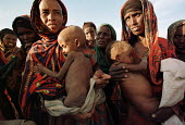 Women wait with their children for food distribution by a local NGO during the worst famine and drought in two decades. Danan, Ethiopia. - R. Chalasani - 01-07-2000