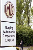 MG Rover, Nanjing Automobile Corporation (UK) Ltd sign with a Chinese business man, Longbridge, Birmingham - Timm Sonnenschein - 29-05-2007