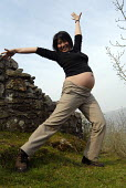 7 month pregnant woman doing �exercises �in the Welsh hills - Timm Sonnenschein - 14-04-2007