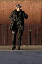 Armed Police Officer in Birmingham. - Timm Sonnenschein - 25-11-2008