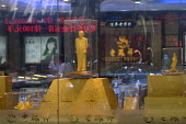 A golden Mao Zedong icon on display in a gold and jewellery shop. China - Timm Sonnenschein - 2010s,2011,ACE,arts,Chairman,China,Chinese,cities,city,communism,Communist,Communist Party,communists,culture,display,displays,EBF,Economic,Economy,figure,figures,gold,icon,jeweler,jewelers,Jeweller,J
