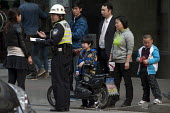 Police officer taking notes regarding an accident from eyewitnesses as bystanders gather around him, Shanghai, China - Timm Sonnenschein - 08-04-2014