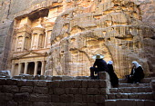 The Treasury, Al Khazneh, a huge tomb facade chiselled out of the sheer rock face part of the ancient city of Petra. Jordan. UNESCO World Heritage Site - Steven Langdon - 01-03-2004