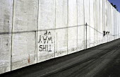 Graffiti on the Israeli security wall in the Abu Dis area of East Jerusalem. West Bank, 2005 - Steven Langdon - 28-10-2005