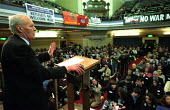 Stop the War Coalition Peoples Assembly against war in Iraq, Westminster Central Hall. Veteran campaigner and former Labour MP Tony Benn addresses delegates - Paul Mattsson - 12-03-2003