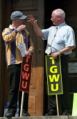 TGWU council workers strike against low pay. Picket of Hackney town hall in east London - Paul Mattsson - 17-07-2002