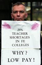 NATFHE, UNISON further education staff strike, picket of Hackney Community College in East London - Paul Mattsson - 05-11-2002