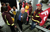 London Labour Party Conference, Hammersmith Town Hall, West London. Labour Group Leader of the Greater London Authority, Lord Toby Harris ignores Lobby of Local Firefighters - Paul Mattsson - 16-11-2002