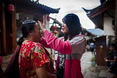 Young people selling handmade jewellery to wealthy Chinese tourists. Lijiang, Yunnan Province, China. - Connor Matheson - 2010s,2015,AFFLUENCE,AFFLUENT,Bourgeoisie,buy,buyer,buyers,buying,china,Chinese,commodities,commodity,EARNINGS,EBF,Economic,Economy,elite,elitism,employee,employees,Employment,EQUALITY,goods,handling,