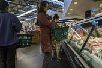 California, shopping in a grocery store, Berkeley - David Bacon - 04-11-2015