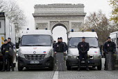 Police and Arc de Triomphe, climate change protests COP21 Climate Summit. Paris. - Jess Hurd - 12-12-2015