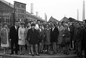 Women pickets, Morris Motors British Leyland Motor Corporation (BLMC) Oxford 1969 - NLA - 13-10-1969