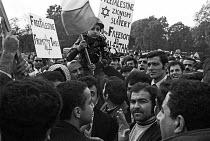 Palestine Solidarity Campaign march London 1969 - NLA - 1960s,1969,activist,activists,CAMPAIGN,campaigner,campaigners,CAMPAIGNING,CAMPAIGNS,DEMONSTRATING,Demonstration,DEMONSTRATIONS,Fatah,Free Palestine,London,male,man,men,Palestine,palestine solidarity c