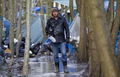Jason N. Parkinson, video journalist films squalid conditions in the Grande-Synthe refugee camp. Dunkirk, France. - Jess Hurd - 24-02-2016