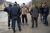 Police searching refugees entering the makeshift refugee camp. Grande-Synthe, France. - Jess Hurd - 25-02-2016