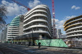 Construction of Berkeley apartment blocks on the 480 acre Nine Elms regeneration zone, London. The zone will include two new tube stations, a new US Embassy building, and 20,000 new homes with prices... - Philip Wolmuth - 31-03-2016