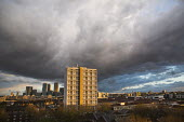 Storm clouds gather over Canary Wharf, London Docklands and Poplar, East London - Jess Hurd - 01-04-2016