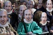 Mask Moment as the crowd wear the face of Shakespeare. Commemorating 400th anniversary of William Shakespeare, Shakespeare's Birthday Celebrations, Stratford-upon-Avon - John Harris - 2010s,2016,ACE,anniversary,Arts,author,authors,Culture,mask,masked,masks,Shakespeare,Shakespeare's Birthday,Shakespeare's Birthday Celebrations,William Shakespeare,writer,writers