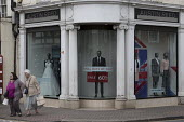Dilapidated frontage of Austin Reed shop, 1,000 jobs are at risk at tailoring brand where administrators are to be appointed, Stratford upon Avon - John Harris - 25-04-2016