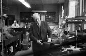 Chief Restorer Harold Plenderleith, keeper of the British Museum Research Laboratory working, London, 1959 - Alan Vines - 27-02-1959