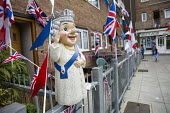 Queen gnome waving. Queen Elizabeth II 90th birthday celebration weekend, Tower Hamlets, East London - Jess Hurd - 2010s,2016,2nd,90th,birthday,BIRTHDAYS,bunting,CELEBRATE,CELEBRATING,celebration,CELEBRATIONS,cities,city,East London,Eastender,eastenders,Elizabeth,flag,flags,gnome,gnomes,identity,leisure,lfL,LIFE,l