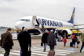 Passengers boarding a Ryanair airplane at Eindhoven airport, Holland - Stefano Cagnoni - 2010s,2016,aeroplane,aeroplanes,air transport,aircraft,airline,airplane,airplanes,airport,AIRPORTS,airside,aviation,boarding,Carrier,cheap flights,cities,City,Dutch,EBF,Economic,Economy,eu,Europe,euro
