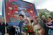 Memorial event to celebrate the life of murdered Labour MP, Jo Cox. Love Like Jo, Trafalgar Square, London. Woman in tears as she listens to a speech from Jos husband, Brendan Cox, Our Yorkshire Rose... - Stefano Cagnoni - 22-06-2016