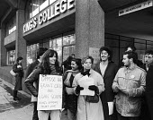 Students protest against cuts in Student Grants scheme to be replaced by Student Loans, Kings College, London, 1984 - Stefano Cagnoni - 1980s,1984,activist,activists,against,CAMPAIGN,campaigner,campaigners,CAMPAIGNING,CAMPAIGNS,College,COLLEGES,cuts,DEMONSTRATING,demonstration,DEMONSTRATIONS,ED,Education,female,Higher Education,Kings