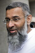 Islamic preacher Anjem Choudary arriving at Court, London, UK. He faces charges of supporting ISIS - Jess Hurd - &,2010s,2016,activist,activists,Anjem Choudary,arrival,arrivals,arrive,arrived,arrives,arriving,BAME,BAMEs,Belief,Black,BME,bmes,CAMPAIGN,campaigner,campaigners,CAMPAIGNING,CAMPAIGNS,charge,charges,ci