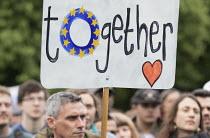 Pro EU membership demonstration Bristol - Paul Box - 2010s,2016,activist,activists,campaign,campaigner,campaigners,campaigning,CAMPAIGNS,DEMONSTRATING,Demonstration,DEMONSTRATIONS,EU,Europe,European Union,people,person,persons,placard,placards,Protest,P