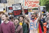 Pro EU membership demonstration Bristol - Paul Box - 2010s,2016,activist,activists,campaign,campaigner,campaigners,campaigning,CAMPAIGNS,DEMONSTRATING,Demonstration,DEMONSTRATIONS,EU,Europe,European Union,male,man,men,people,person,persons,placard,placa