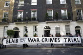 Protesters try and arrest Tony Blair for war crimes outside his house on the publication of the Chilcot Report on the Iraq war. London. - Jess Hurd - 06-07-2016