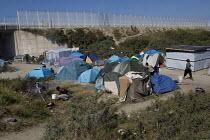Migrants shelters Calais refugee camp The Jungle France. - Jess Hurd - 2010s,2015,asylum seeker,asylum seeker,BME black,border,border control,border controls,borders,camp,camping,camps,crisis,Diaspora,displaced,ethnic,ETHNICITY,eu,Europe,european,europeans,eurozone,forei