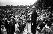 Fenner Brockway speaking, demonstration against the Vietnam War, Hyde Park, London, 1967 - Romano Cagnoni - 1960s,1967,activist,activists,against,age,ageing population,anti,anti war,Antiwar,anti-war,CAMPAIGN,campaigner,campaigners,CAMPAIGNING,CAMPAIGNS,cities,City,crowd,DEMONSTRATING,Demonstration,DEMONSTRA