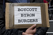 Protest outside Byron Hamburgers branch after an immigration raid, Holborn, London. The chain was accused of entrapment after telling workers without correct immigration documents to attend a staff me... - Jess Hurd - 2010s,2016,activist,activists,against,branch,BRANCHES,Byron burger,campaigner,campaigners,CAMPAIGNING,CAMPAIGNS,catering,civil rights,criminalisation,criminalise,criminalize,DEMONSTRATING,demonstratio