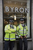 Protest outside Byron Hamburgers branch after an immigration raid, Holborn, London. The chain was accused of entrapment after telling workers without correct immigration documents to attend a staff me... - Jess Hurd - 01-08-2016