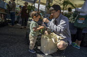 Berkeley, California, Father and son shopping at the farmers market - David Bacon - 18-06-2016