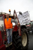 Blockade of truckers and farmers demanding Calais Jungle refugee camp closure joined by Port of Calais dockers. France. - Jess Hurd - 2010s,2016,activist,activists,against,anti,banner,banners,block,blockade,BLOCKADING,blocked,blocking,blocks,Calais,camp,CAMPAIGN,campaigner,campaigners,CAMPAIGNING,CAMPAIGNS,camps,closed,closing,closu