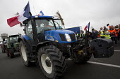 Blockade of truckers and farmers demanding Calais Jungle refugee camp closure joined by Port of Calais dockers. France. - Jess Hurd - 05-09-2016