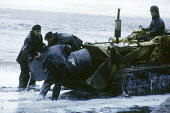 SS Torrey Canyon Disaster, oil spill, Cornwall 1967. Clean up operation by the British Army after the oil tanker ran aground between Lands End and the Scilly Isles causing the biggest oil spill in UK... - Romano Cagnoni - 02-04-1967