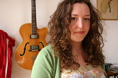 Singer and songwriter Kathryn Williams at her home in Newcastle Upon Tyne, 13/7 2004. - Mark Pinder - 2000s,2004,ACE arts culture & entertainment,guitar guitars,guitarist,home,instrument instruments,MUSIC,music musician,musician,MUSICIANS,Newcastle,player,players,string,stringed,strings,woman women,yo