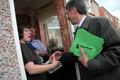 Independent candidate Reg Keys who is standing against Prime Minister Tony Blair in his Sedgefield constituency on an anti Iraq war platform. Canvassing on a housing estate in Fishburn, Co Durham, 28/... - Mark Pinder - 28-04-2005