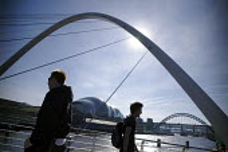The Gateshead Millenium Bridge, Newcastle Upon Tyne. - Mark Pinder - 05-02-2007