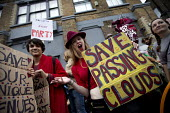 Protest against the closure and property redevelopment of Passing Clouds, a community music venue, Dalston, East London. - Jess Hurd - 11-09-2016
