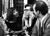 Playwright John Arden (c) talking with actors Tamara Hinchco and David Andrews, London 1959 - Alan Vines - 1950s,1959,ACE,ACTING,actor,actors,actress,actresses,Arts,author,authors,cigarette,cigarettes,cities,City,communicating,communication,conversation,conversations,Culture,David Andrews,dialogue,discours