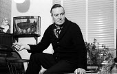 Tom Hopkinson at home London 1962. Editor of Picture Post from 1940-1950 - Alan Vines - 30-01-1962