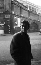 Actor Tom Courtenay Waterloo London 1963 - Romano Cagnoni - 1960s,1963,ACE,ACTING,actor,actors,Arts,cities,city,Culture,entertainment,London,male,man,men,people,person,persons,Tom Courtenay,urban,Waterloo