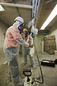 Wayne, Michigan, USA, Job Corps trainees learning how to safely remove asbestos, Michigan Laborers Training and Apprenticeship Institute. Job Corps is a free job training program for low income youth... - Jim West - 2010s,2011,America,apparel,asbestos,asbestos removal,ASBESTOSIS,Breathing Apparatus,career training,clothing,danger,dangerous,Department,DOL,EDU,educate,educating,Education,educational,employee,employ