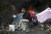 Fires rage during the eviction of refugees in the Jungle camp, Calais, France. - Jess Hurd - 26-10-2016
